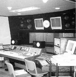 スタジオの副調整室写真