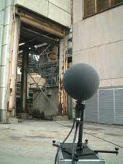 騒音計での測定(左)とNoise Visionでの測定(右)