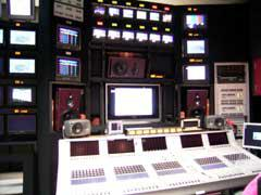 音響調整後の音声モニター棚バッフル内部