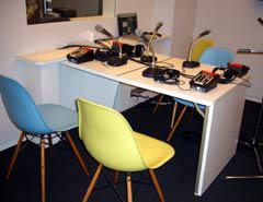 写真2 折りたたみ式アナウンステーブル