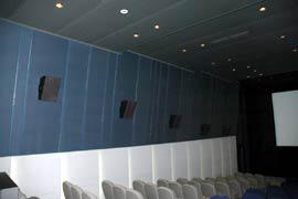 写真4: 側壁サラウンドスピーカ配置
