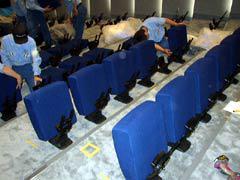 写真6: QUINETTE社椅子取付状況