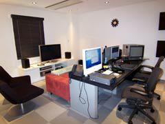 写真4 編集室2 複雑な合成に適したノンリニア編集室