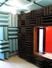 【写真-11】 第2小型半無響室の内観