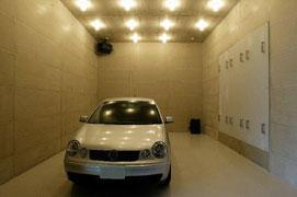 【写真-22】 残響室の自動車