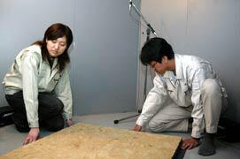 【写真-24】 小型残響室での吸音率測定