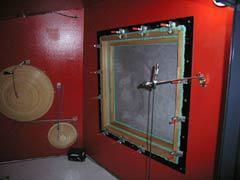 【写真-25】 小型残響室開口に取り付けた遮音測定サンプル