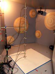 【写真-26】 小型残響室の8chマイクロホンスタンド