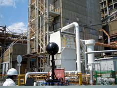写真2 ノイズビジョンを使った工場での測定状況