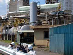 写真4 ノイズビジョンを使った工場での測定状況