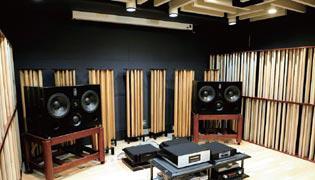 写真7 弊社本社試聴室に設置されたAGS-SYLVAN-とNESモニタースピーカシステム