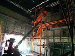 写真8 テレビスタジオ2ライティングデッキ建方状況
