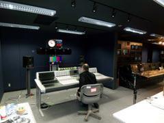 写真10 テレビスタジオ副調整室1 音声エリア