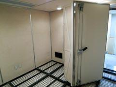 写真13 南棟 音楽学科 音響測定室(多層式無響室)