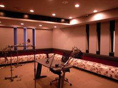 写真3 Studio (Control Roomの対面)