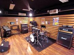 301 Studio(吸音壁面の多い室)