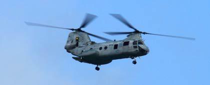 写真2 タンデムローターのヘリコプター CH-46シーナイト