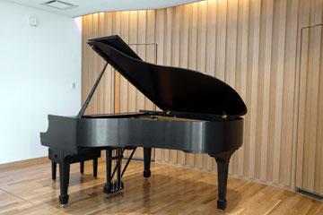 ピアノはSTEINWAY