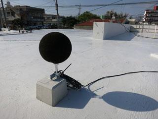 図9 低周波音圧レベル計マイクロホンの設置状況