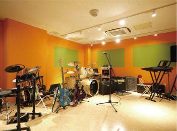 東洋女子高等学校軽音楽部練習室